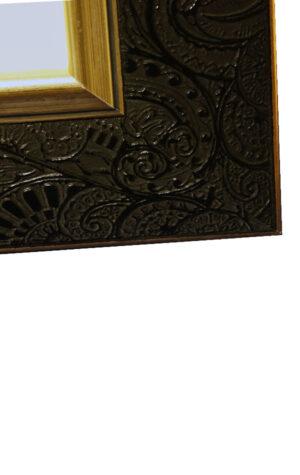 tablica gości z ramą w kolorze złota i czerni