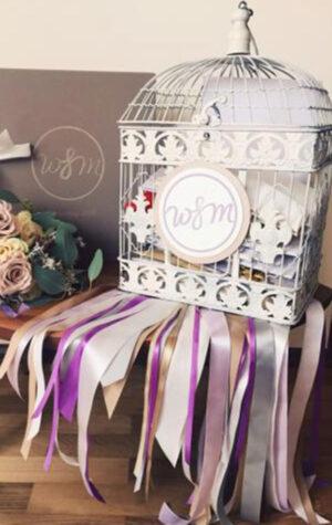 biała klatka na koperty ślubne