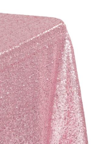cekinowy obrus w kolorze różowym